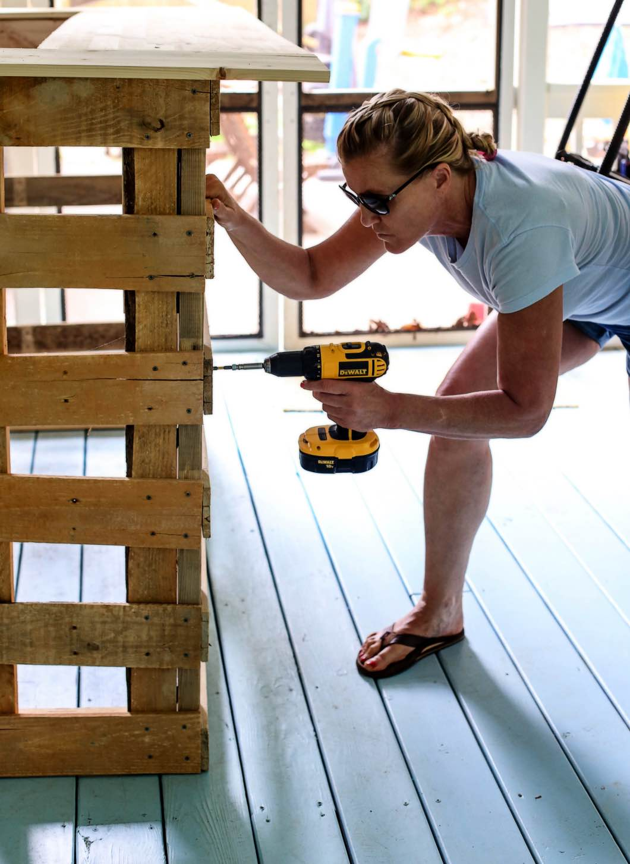 diy pallet bar. Pallet Bar DIY- How To Build Your Own Bar. Diy