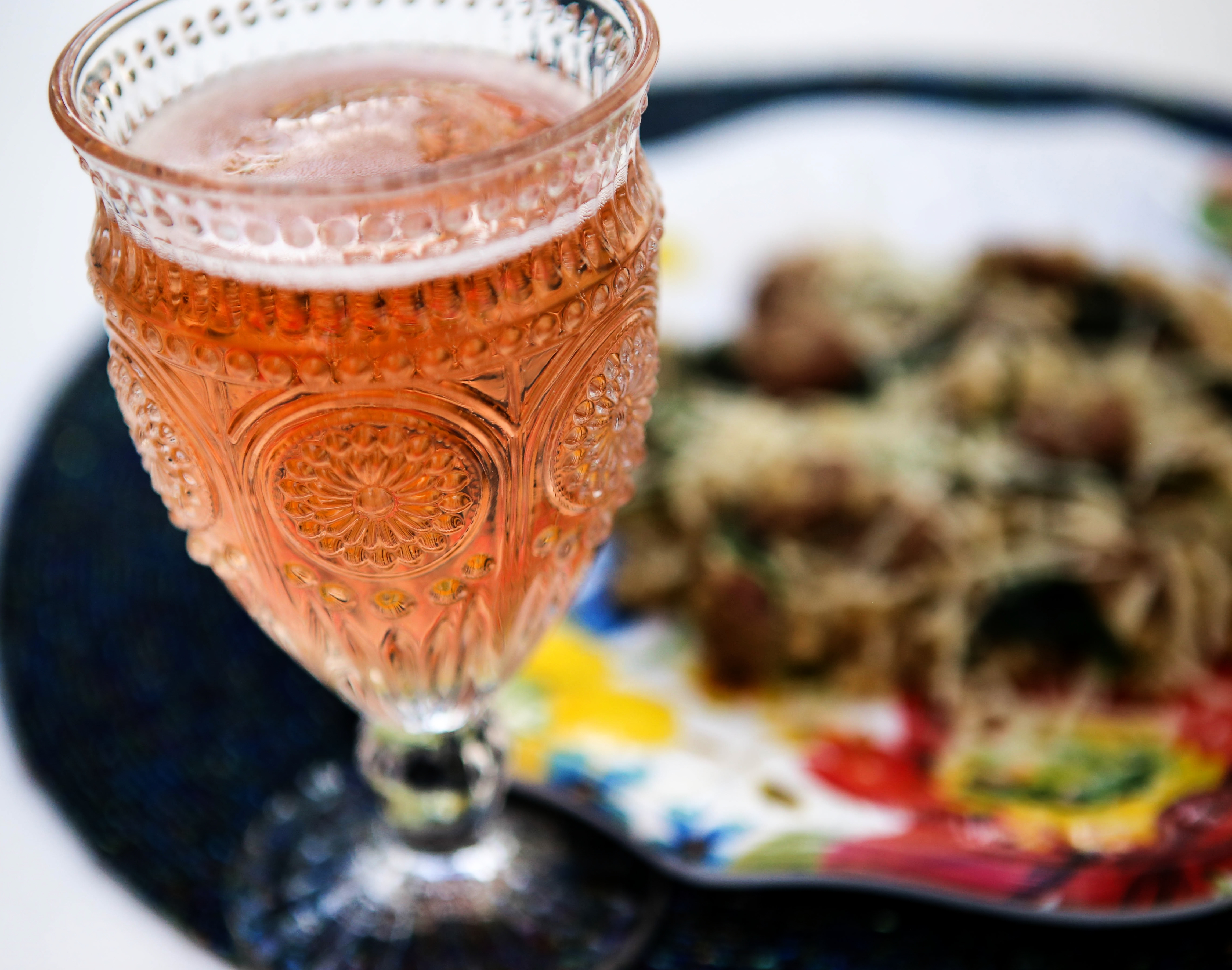 rose bubbles romantic dinner