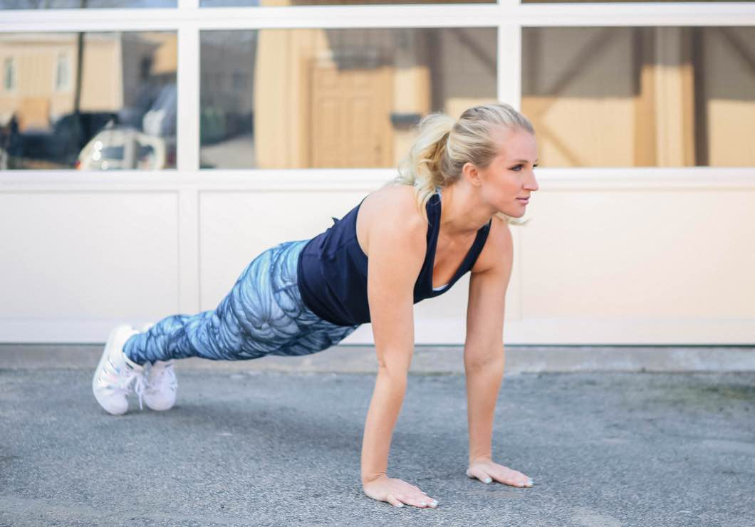 Sexy Summer Arms Workout For Women with luluLemon by fitness blogger Jessica from Happily Hughes