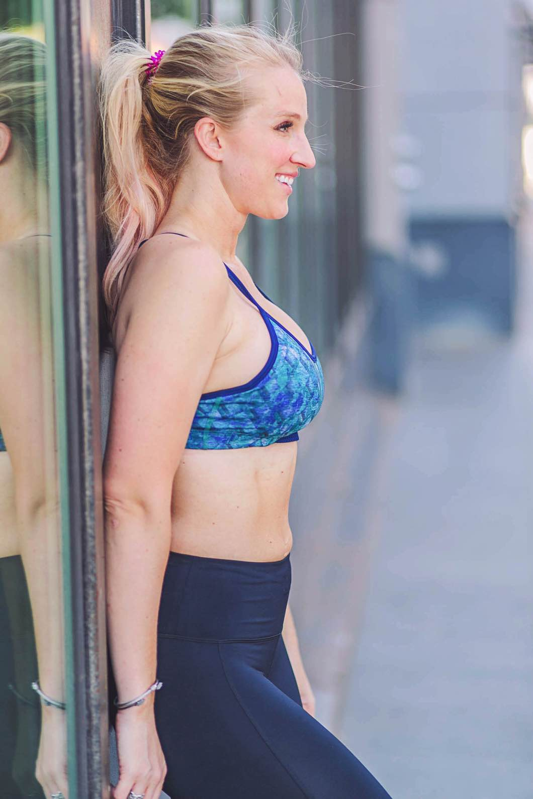 Ab Separation & Postpartum Workout - The Ultimate Diastasis Recti Test by Atlanta fitness blogger Jessica of Happily Hughes