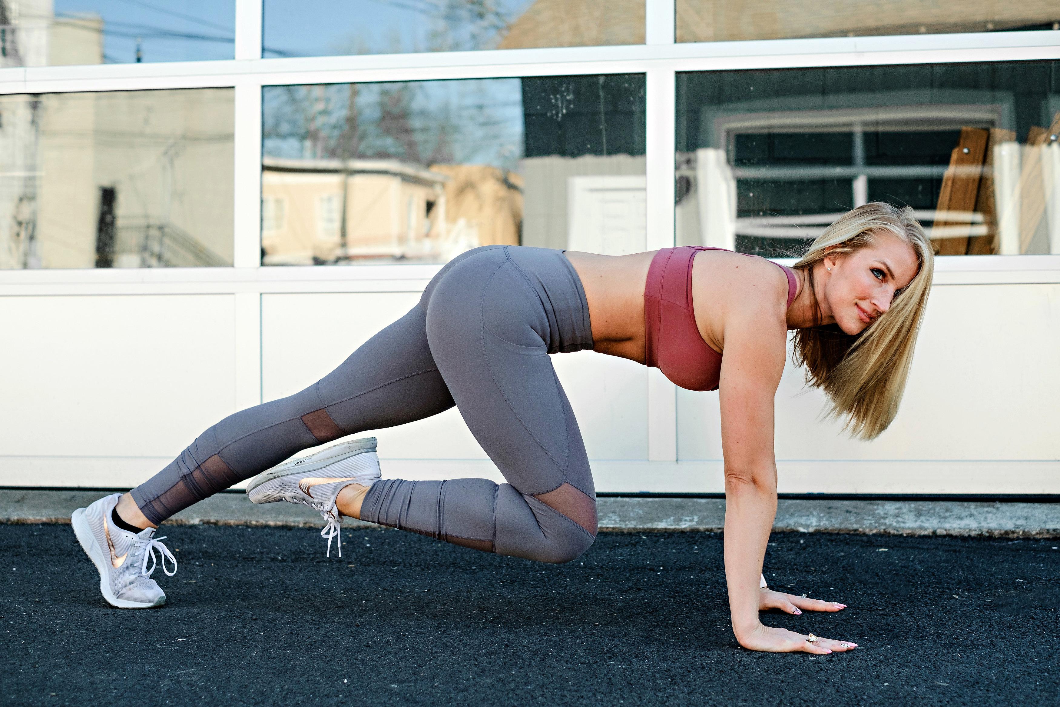 Plank Challenge by popular Atlanta fitness blogger Happily Hughes