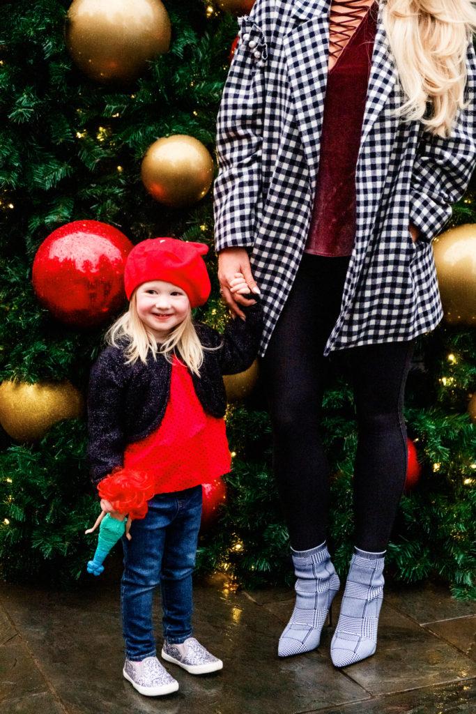 Headed to Reynolds Lake Oconee? Popular Atlanta Blogger Happily Hughes is sharing why the Rotz Carlton Reynolds Lake Oconee is perfect for the holidays!