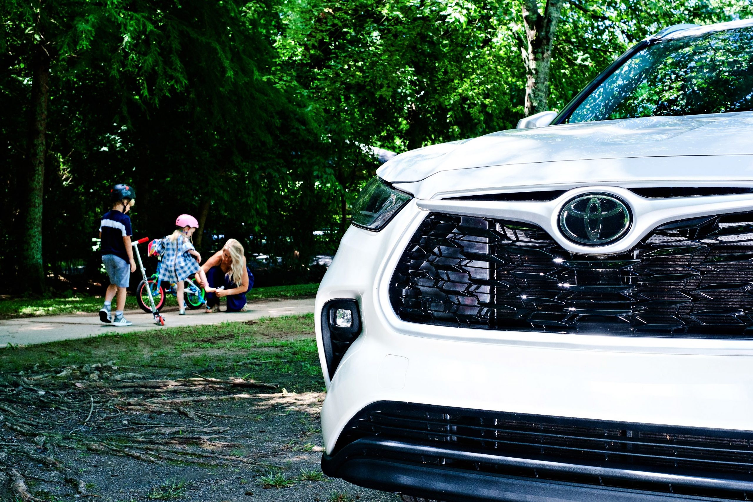Looking into a Toyota Highlander? Popular Atlanta Blogger Happily Hughes is sharing her Toyota Highlander review! Click to see it HERE!